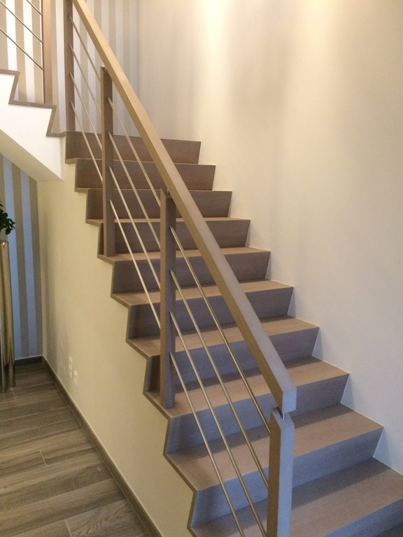 moderne trap met houten aluminium balustrade new signature