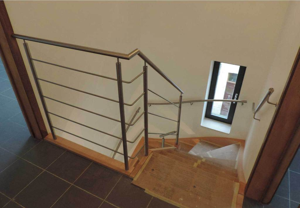 Houten trap met metalen leuning en balustrade new signature - Balustrade trap ...